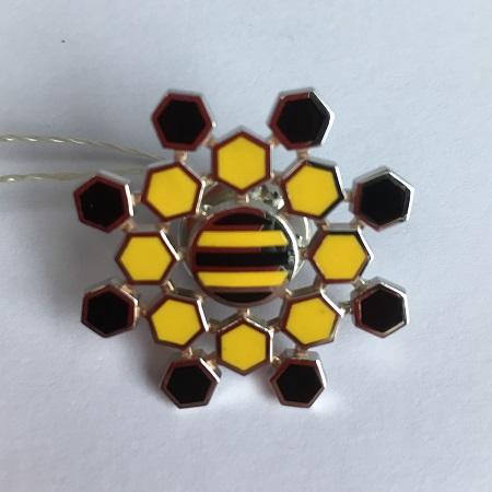 Золотые значки с логотипом компании Билайн